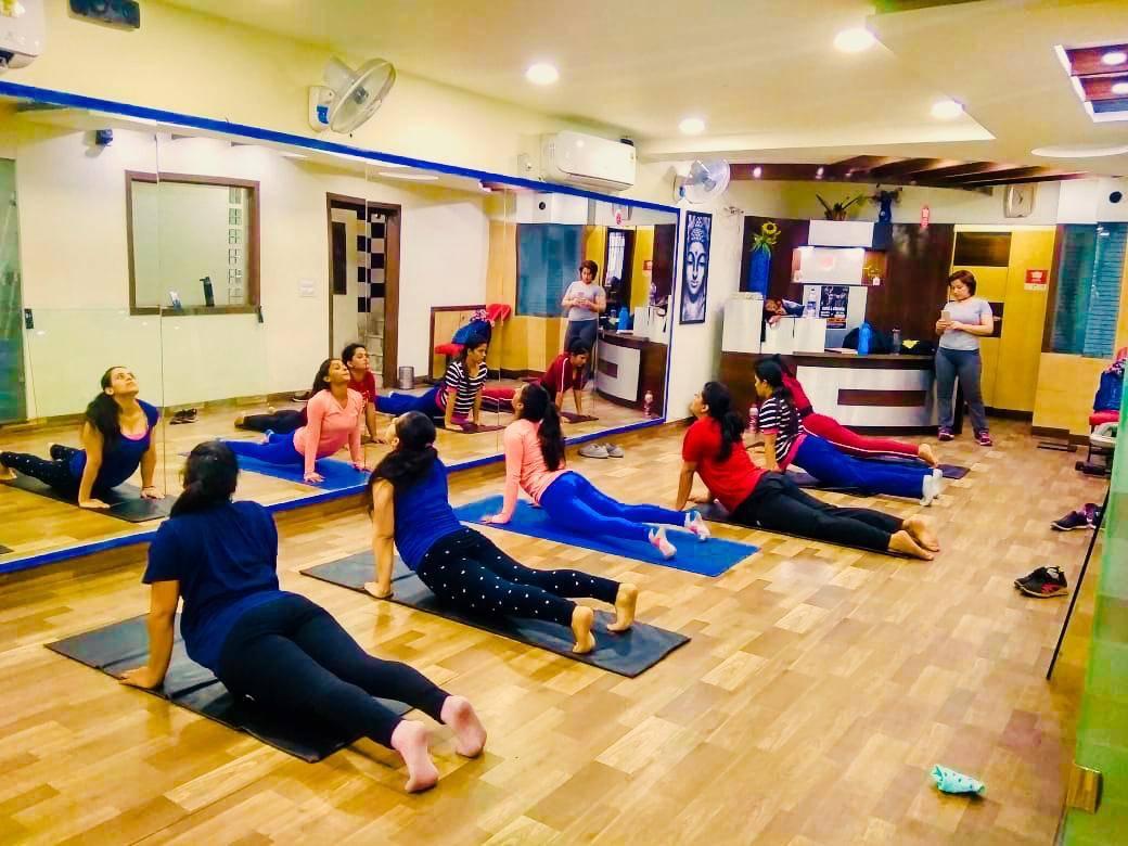 Chandigarh-Sector-15-Cuts-&-Curves-Gym_1152_MTE1Mg_OTkwMg