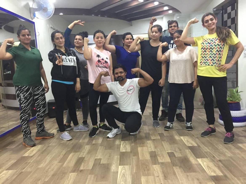 Chandigarh-Sector-15-Cuts-&-Curves-Gym_1152_MTE1Mg_OTkwMw
